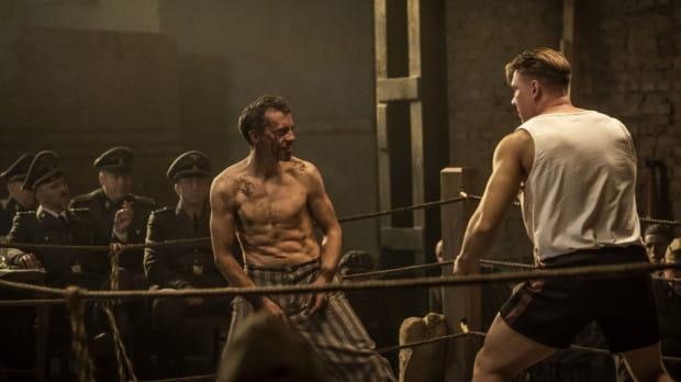 W filmie zobaczymy sześć walk bokserskich, które nakręcono bez udziału dublerów. Wymagający trening przeszedł także Piotr Głowacki, który do roli Pietrzykowskiego przygotowywał się prawie dwa lata.