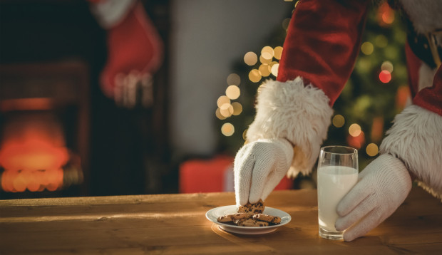 Do Polski przywędrował także zwyczaj zostawiania Mikołajowi poczęstunku w postaci ciasteczek i szklanki mleka.