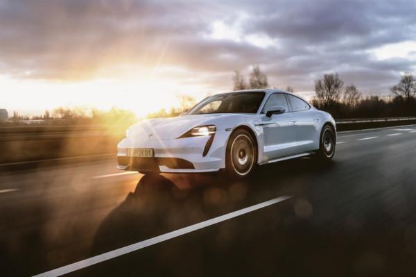 Pierwszy w pełni elektryczny model Porsche zbudowany od podstaw.