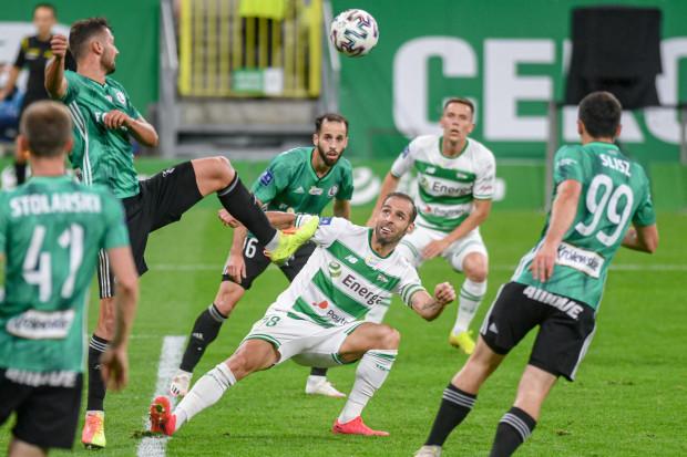 Lechia Gdańsk od marca 2018 roku w ekstraklasie nie przegrała trzech spotkań z rzędu. W lipcu obroniła się przed nią, remisując z Legią Warszawa 0:0. Czy 5 listopada również wyjdzie obronną ręką?