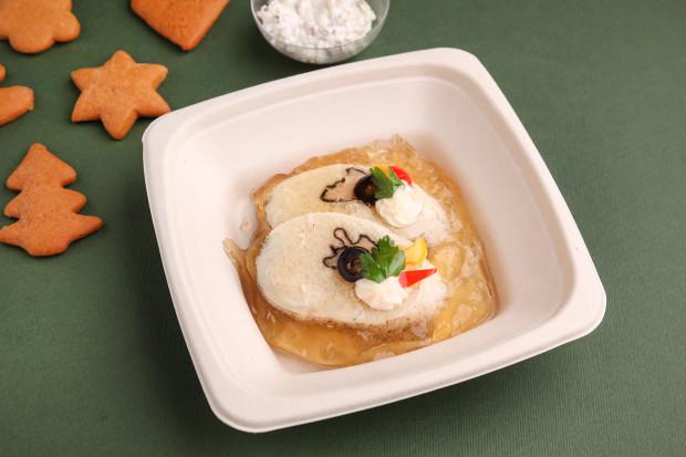 Sandacz faszerowany łososiem pod galaretką i z sosem tatarskim od Villi Eva.