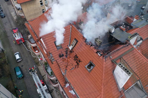 Akcja gaśnicza trwała 13 godzin. Mieszkańcy kamienicy zostali ewakuowani.