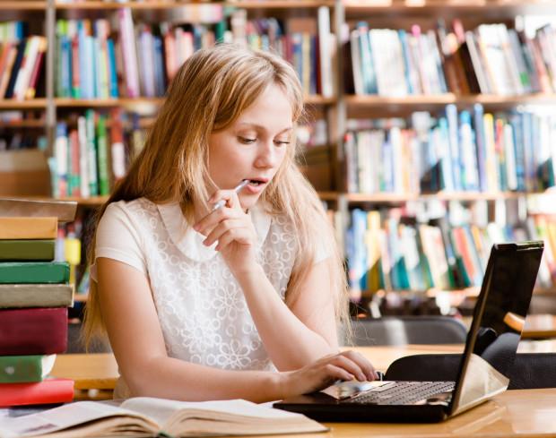 Nastolatkowie przyznają, że zdalna nauka bez ich własnej motywacji nie ma sensu, a tej praktycznie nie mają.