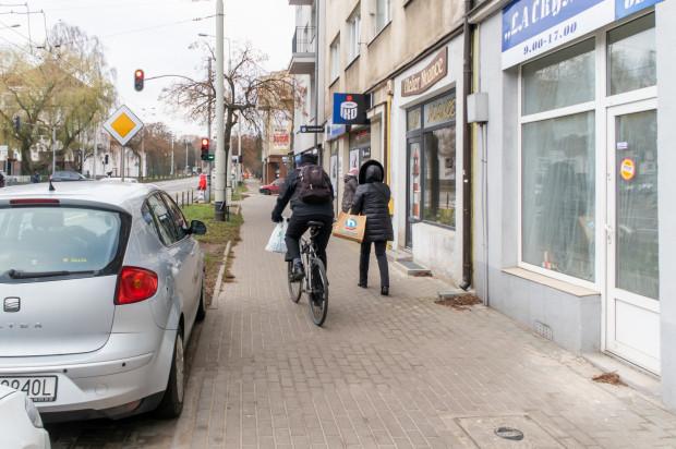 Urzędnicy wybrali przebieg drogi rowerowej wzdłuż ul. Wielkopolskiej po stronie północnej, sąsiadującej z pl. Górnośląskim.