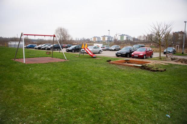 Plac zabaw przy ul. Ametystowej, wokół którego zostanie zamontowany pastuch.