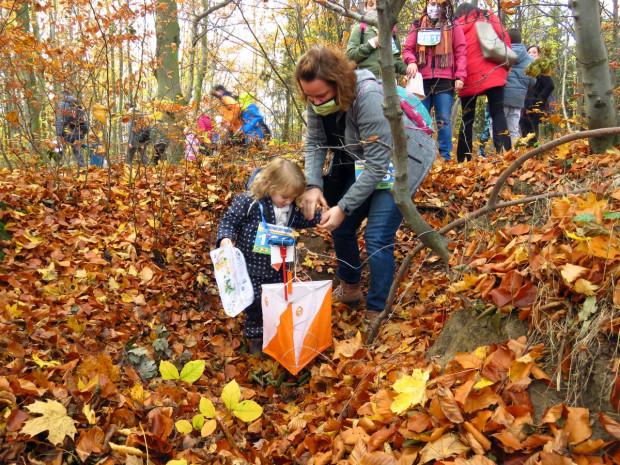 Gry Parkowe na Orientację przyciągają uczestników w różnym wieku - od dzieci z rodzicami po seniorów.