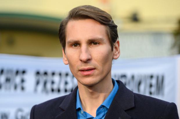Kacper Płażyński, gdański poseł PiS, działa w  Zespole ds. Kaskadyzacji Dolnej Wisły, Zespole ds. Wojsk Obrony Terytorialnej oraz Zespole Przyjaciół Zwierząt.