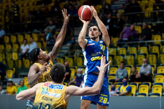 Przemysław Żołnierewicz notuje w tym sezonie Energa Basket Ligi średnio 17,1 pkt na mecz. To aż o blisko 5 więcej niż w jego najlepszych pod tym względem rozgrywkach  2016/17 i 2017/18.