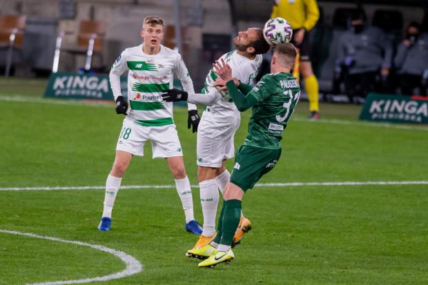 Lechia Gdańsk od trzech meczów nie zdobyła bramki. Trener Piotr Stokowiec przekonuje, że to tylko gorszy moment i apeluje do kibiców o wsparcie. Na zdjęciu Jakub Kałuziński i Flavio Paixao.