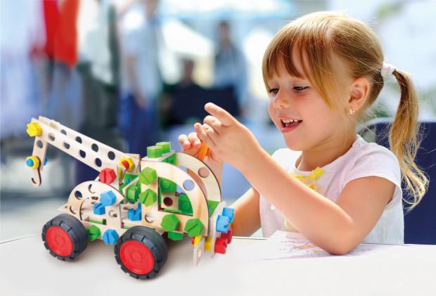 Alexander oferuje sporo drewnianych zabawek konstrukcyjnych.