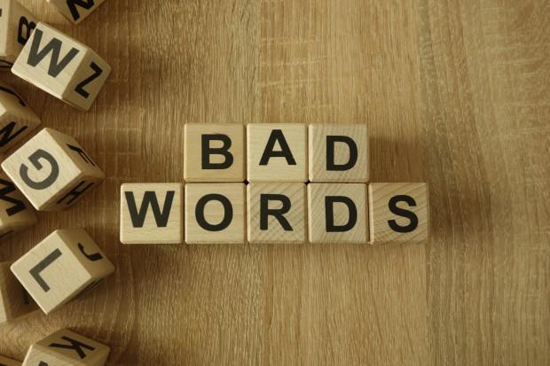 """""""Brzydkie słowa"""" na dobre zadomowiły się w języku, nie tylko polskim. Jedni potrafią korzystać z nich umiejętnie, inni traktują jak przecinki."""