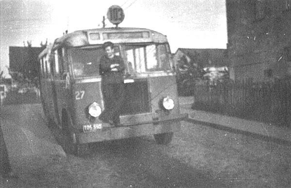 Autobus linii 103 na ul. Stawnej.