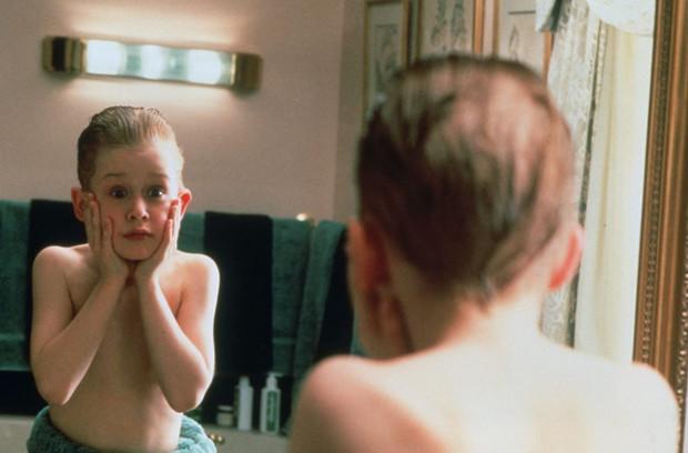 Film błyskawicznie sprawił, że odtwórca głównej roli Macaulay Culkin stał się rozpoznawalny. Sława wywróciła jego życie do góry nogami, a następnie przyczyniła się do problemów osobistych, o czym wielokrotnie wspominał w wywiadach.
