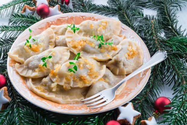 Pierogi to jedno z ukochanych świątecznych dań Polaków. Ale uważajmy na nie, zwłaszcza gdy łączymy je z kalorycznymi dodatkami, np. podsmażoną cebulką.