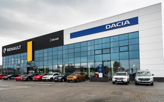 Renault i Dacia Zdunek przy Miałkim Szlaku.