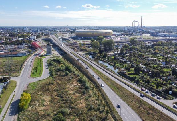 Droga Zielona nakreślona już w latach powojennych to jedna z najważniejszych dróg uwzględniona w koncepcji z lat 70. Planowano, że już w 1980 r. połączy Sopot z rejonem ul. Marynarki Polskiej.