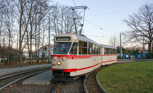 Konstal 102Na - szybki i wielkopojemny tramwaj, który był przełomem w komunikacji miejskiej lat 70.