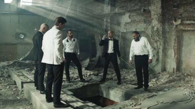 """""""Jak zostałem gangsterem. Historia prawdziwa"""" to drugi film Macieja Kawulskiego. Odniósł nie tylko frekwencyjny sukces, ale zdobył także miejsce w Konkursie Głównym 45. FPFF w Gdyni."""