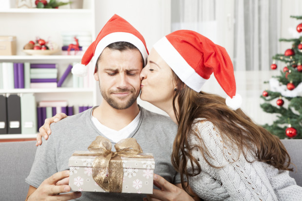Kupujemy świąteczne prezenty bliskim, bo chcemy sprawić im przyjemność, jednak nie zawsze udaje nam się trafić w ich gusta.