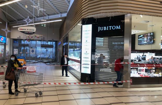 Włamanie do jubilera w CH Auchan.