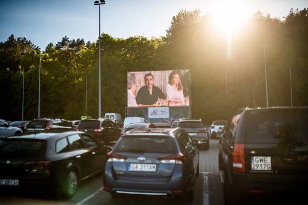 Rok 2020 z całą pewnością był rokiem kina samochodowego w Trójmieście. Seanse można było oglądać m.in. przy Operze Leśnej w Sopocie, na parkingu koło Gdynia Areny czy na Placu Zebrań Ludowych w Gdańsku.