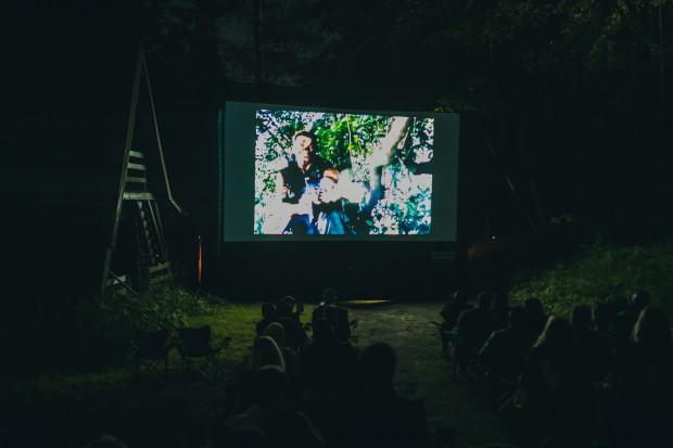 Organizatorzy Octopus Film Festival widzów zaprosili w tym roku m.in. na teren bazy harcerskiej we Wrzeszczu. Pokazy tradycyjnie odbyły się także w postoczniowych halach.