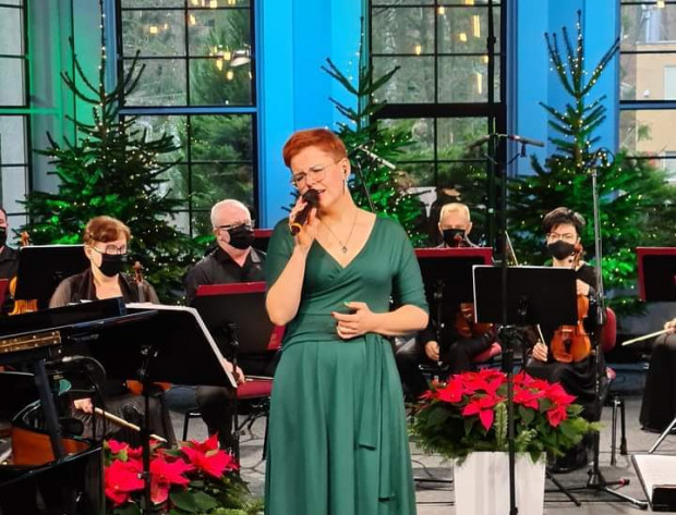 Na drugi dzień świąt Polska Filharmonia Kameralna Sopot wraz z takimi artystami jak Joanna Knitter (na zdjęciu) czy Artur Jurek Trio przygotowuje kameralny koncert z utworami z bożonarodzeniowego repertuaru. Wydarzenie za darmo będzie dostępne online.