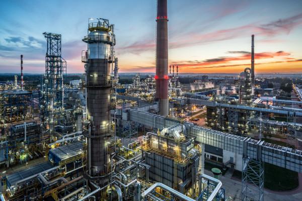 Saudyjski koncern paliwowo-chemiczny - Saudi Aramco ma być zainteresowany przejęciem 30 proc. udziałów w gdańskim zakładzie Lotosu.