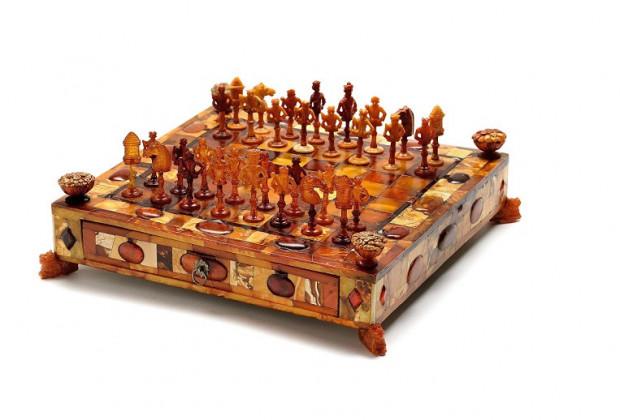 Bursztynowe szachy z XVII wieku będzie można podziwiać w nowej siedzibie Muzeum Bursztynu w Wielkim Młynie.