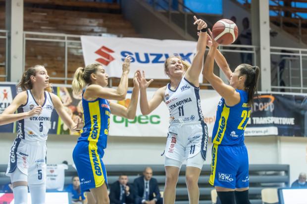 Walka w gdyńskich derbach koszykarek była tylko w pierwszej połowie. W drugiej całkowitą kontrolę przejęła już VBW Arka Gdynia.