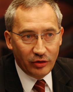 Kazimierz Smoliński, adwokat z Tczewa, były poseł PiS i były prezes Stoczni Gdynia, planuje powołanie Instytutu Chroniącego Katolików przed Przypadkami Obrażania Uczuć Religijnych.