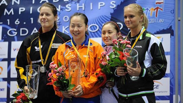 Podium turnieju singla kobiet. Od lewej: Iren Ivancan (Niemcy), Li Jiao (Holandia), Li Qian (Polska), Margaryta Pesotska (Ukraina)