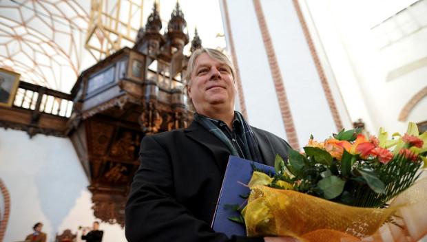 Organmistrz Kristian Wegscheider z Drezna odbuduje wielkie organy w kościele św. Trójcy.