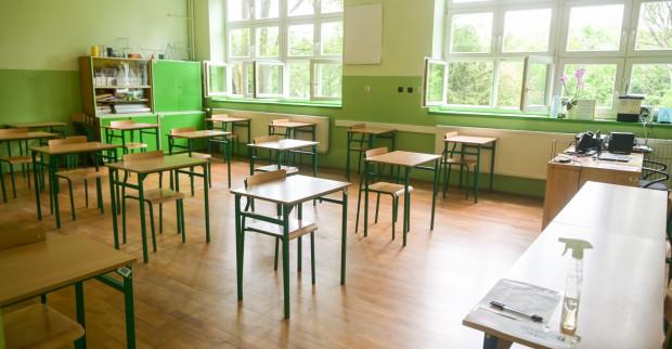 Wiele wskazuje na to, że po feriach szkolne klasy przestaną świecić pustkami.