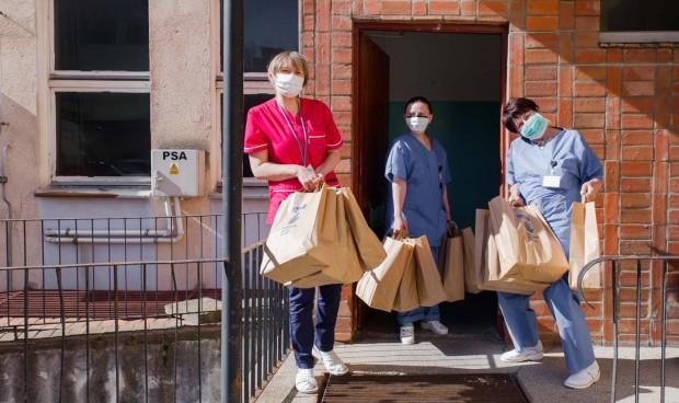 Firmy z Trójmiasta i te duże, i małe ruszyły z pomocą. Kupowały respiratory, testy, wyposażały laboratoria. Wszystko, aby pomóc służbom medycznym w walce z koronawirusem.