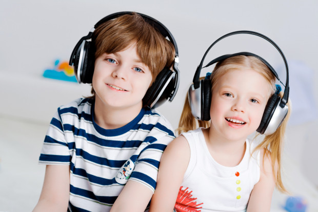 Gdy zmęczy was lub znudzi oglądanie, warto odpocząć, słuchając muzyki, audiobooka lub czytania bajki.