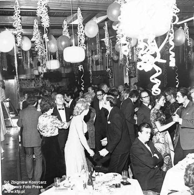 Sylwestrowy bal w klubie dziennikarza w Domu Prasy. Sylwester 1972/73.