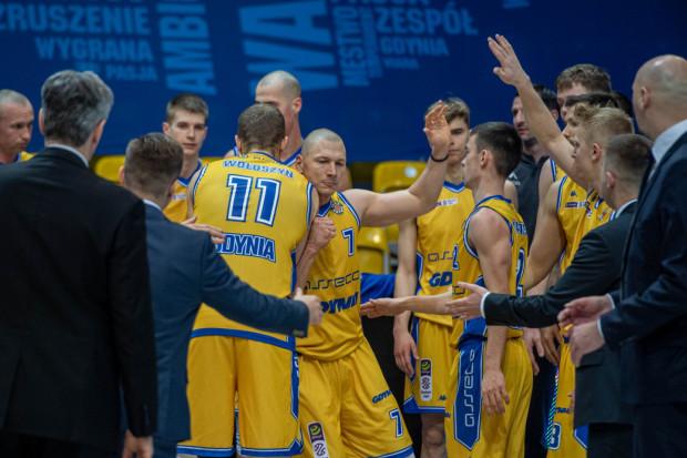 Koszykarze Asseco Arki Gdynia w niedzielnym meczu ze Śląskiem Wrocław musieli radzić sobie bez swojego kapitana - Krzysztofa Szubargi (nr 7).