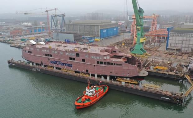 Tym razem z powodu wielkości jednostki nie było wodowania bocznego. Użyto za to doku pływającego (wodowanie przez zanurzenie).
