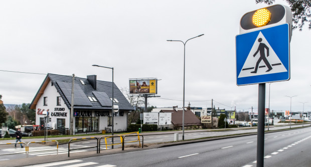 Dodatkowe elementy na przejściu dla pieszych na ul. Morskiej w Gdyni.