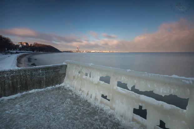 Bliskość dzielnicy do morza, a także wysokość jej położenia względem poziomu morza ma wpływ temperaturę przez cały rok. W dużym uproszczeniu - czym bliżej morza, tym cieplejsze zimy i chłodniejsze lata.