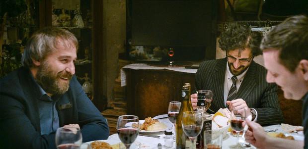 """W """"Sieranevadzie"""" reżyser, znany m.in. ze """"Śmierci pana Lazarescu"""", kreśli wyrazisty portret rodziny będący jednocześnie metaforą całego państwa."""