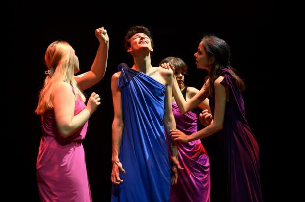 """Młodzież z Teatru """"Prawie Luckiego"""" z I LO w Wejherowie zrealizowała """"Odyseję"""" złożoną z kilku przemyślanych epizodów dokumentujących życie Odyseusza."""