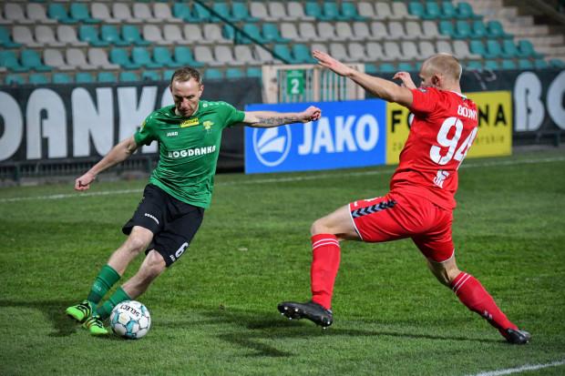 Paweł Sasin (z lewej) ma na koncie 207 meczów i 7 goli w ekstraklasie. Uzbierał je w sześciu klubach. Od lata 2013 roku nieprzerwanie grał w Górniku Łęczna.