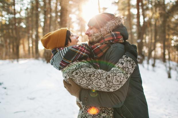 Zima zazwyczaj była czasem, kiedy na randki można było udać się do  restauracji lub kina. Teraz pozostają długie spacery.
