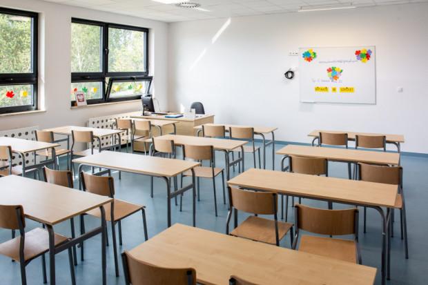 Ministerstwo Edukacji i Nauki zaznacza, że powrót uczniów klas I-III do szkół będzie możliwy jedynie w reżimie sanitarnym.