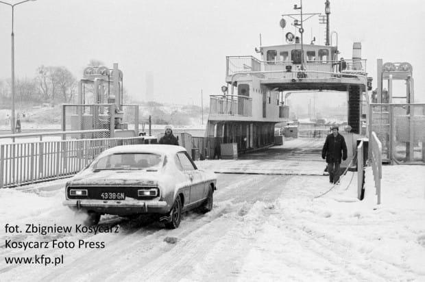 Pierwszy dzień działania promu Wisłoujście przypadł na zimową scenerię.