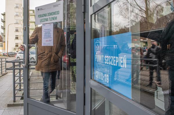 W I kwartale do Polski powinno dotrzeć 6 mln dawek szczepionek przeciw COVID-19, co pozwoli na zaszczepienie w tym okresie około 3 mln osób.