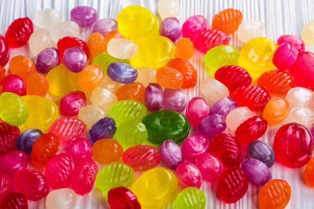Negatywne konsekwencje nadmiernego spożywania słodyczy nie są widoczne od razu, a nagroda po ich zjedzeniu dla odmiany przychodzi bardzo szybko.