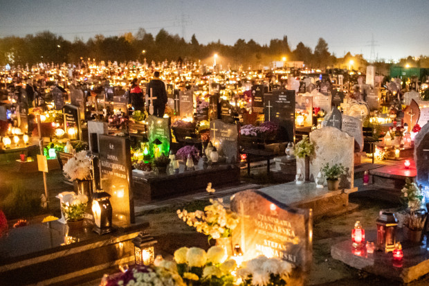 Urzędnicy przyznają, że mapa cmentarza Łostowickiego na stronie zarządcy nie była aktualizowana od 2015 r. Nie ma na niej wszystkich kwater, które znajdują się od strony ul. Cedrowej.